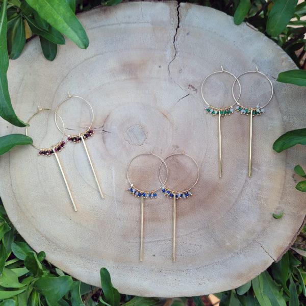 Boucles créoles plaqué or avec émeraude et pierre de lune collection