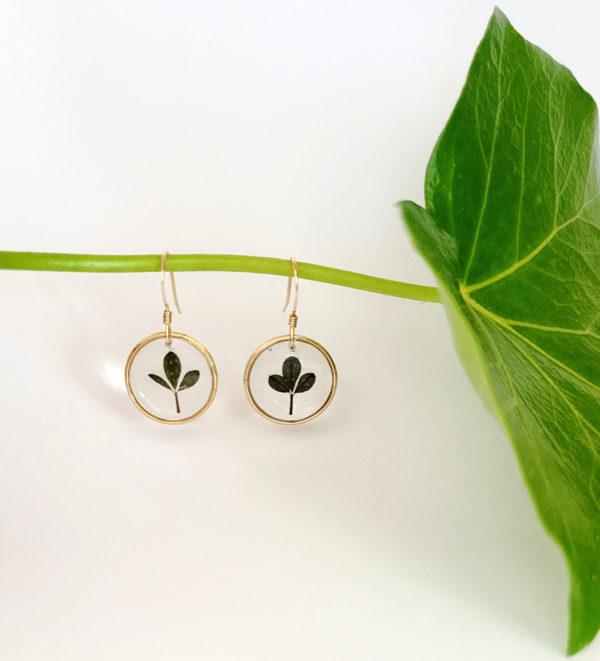 Boucles d'oreilles plaqué or feuille de lotus cotier résine