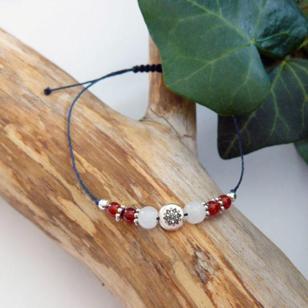 Bracelet ajustable motif mandala argenté et agate rouge