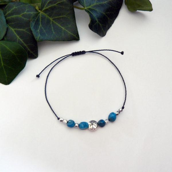 Bracelet fin ajustable avec apatite et constellation vue d'ensemble