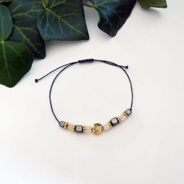 Bracelet fin avec perles en citrine et hématite, motif mandala vue d'ensemble
