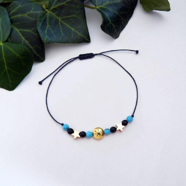 Bracelet ajustable avec perles turquoise et en pierre d'onyx, motif constellation vue d'ensemble