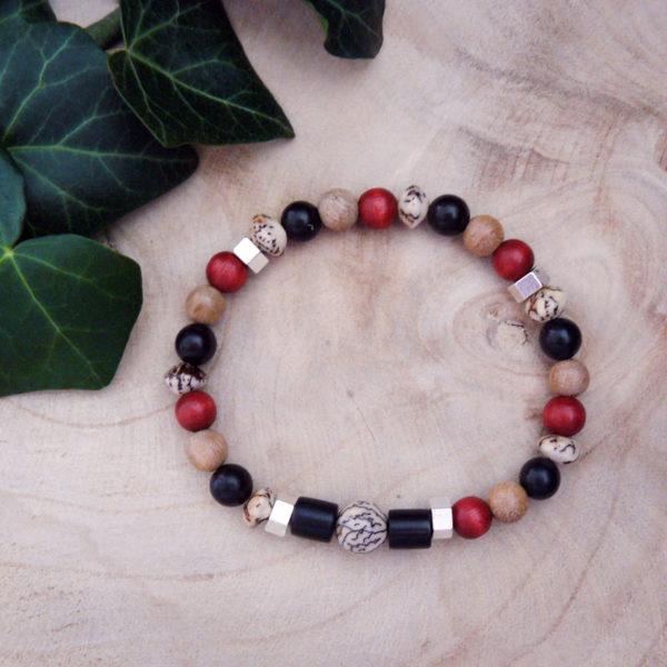 Bracelet avec bois santal, graines veitchia et bois rouge