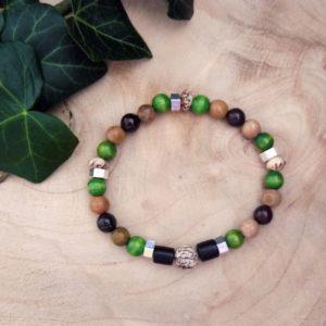 Bracelet avec perles en bois, graines veitchia et bois vert