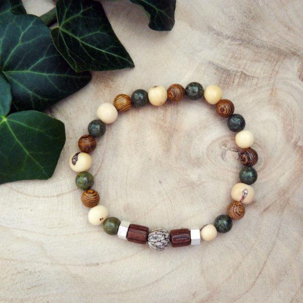 Bracelet avec perles en bois, graines acaï et serpentine