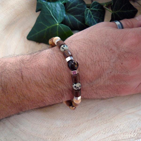 Bracelet avec perles en bois, graines d'acaï et jaspe léopard vue de côté