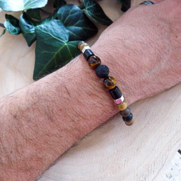 Bracelet avec perles en bois, pierre de lave et œil de tigre vue de côté