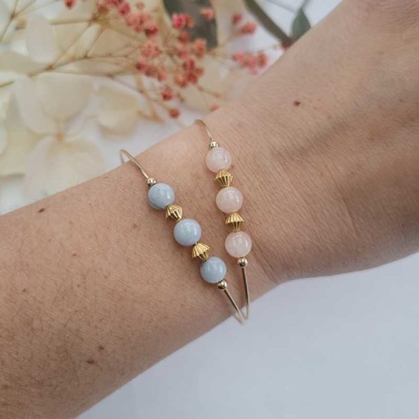 Duo de bracelets jonc gold filled or jaune avec pierre morganite pastel portés