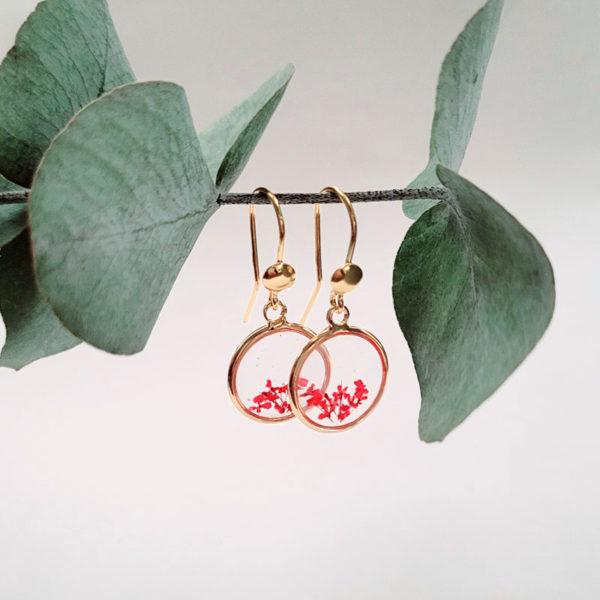 Boucles d'oreilles pendantes avec fleurs d'ammi majus rouge